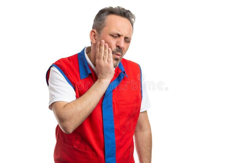 Empregado do supermercado que toca no mordente como o conceito da dor de dente imagem de stock royalty free