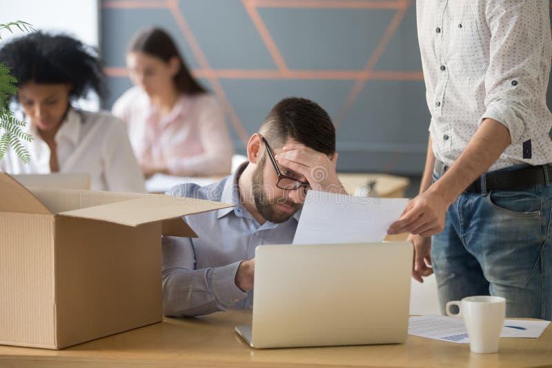 Empregado frustrante da virada que recebe a observação da destituição que obtém o abeto fotografia de stock royalty free