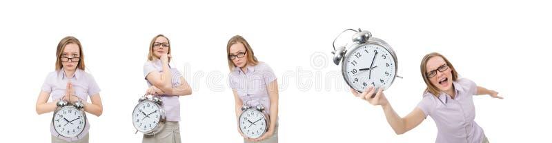 Empregado novo que mant?m o despertador isolado no branco fotografia de stock