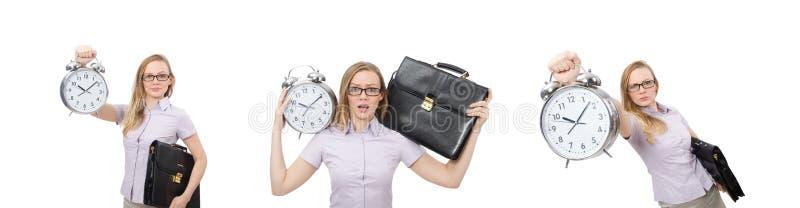 Empregado novo que mant?m o despertador isolado no branco foto de stock royalty free