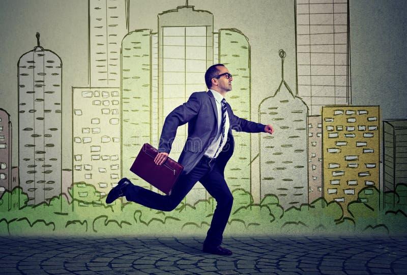 Empregado running, homem de negócio ocupado maduro fotografia de stock royalty free