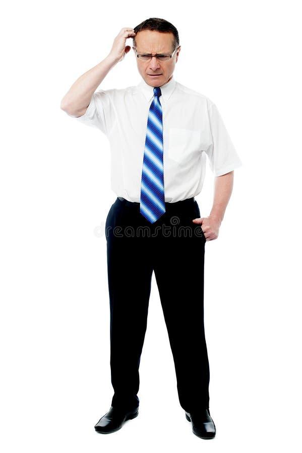 Empregador superior que pensa sobre algo fotos de stock