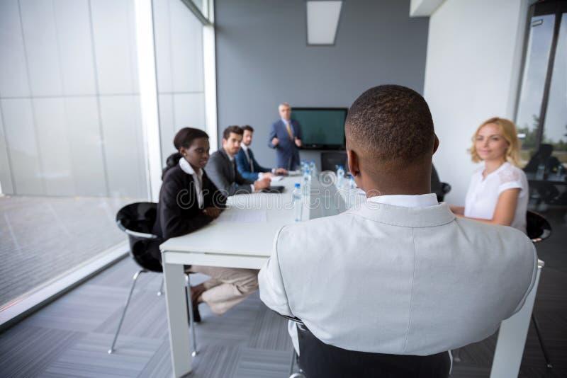Empregados multi-étnicos no encontro fotografia de stock