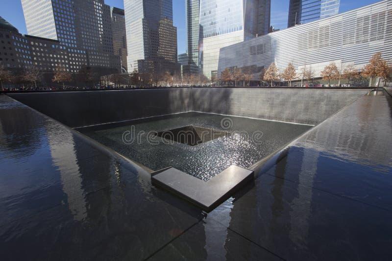 Empreinte de pas de cascade de WTC, mémorial national du 11 septembre, New York City, New York, Etats-Unis photo stock