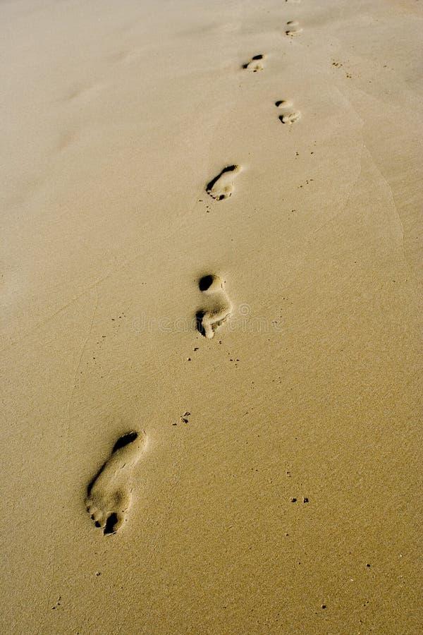 Empreintes de pas de sable images libres de droits