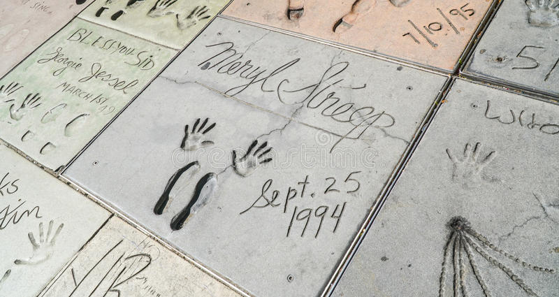 Empreintes de pas et Handprints de Meryl Streep au théâtre chinois à Hollywood - à LOS ANGELES - CALIFORNIE - 20 avril 2017 photos libres de droits