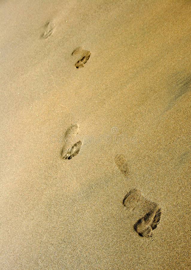 Empreintes de pas sur la plage photos libres de droits