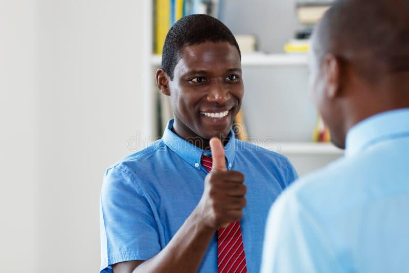 Empresário africano-americano com colega imagem de stock
