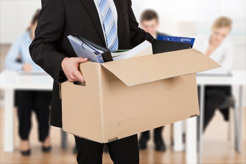 Empresário Carrying Cardboard Box imagem de stock royalty free