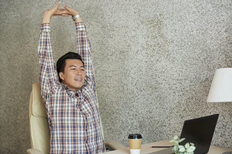 Empresário de esticão positivo imagens de stock royalty free