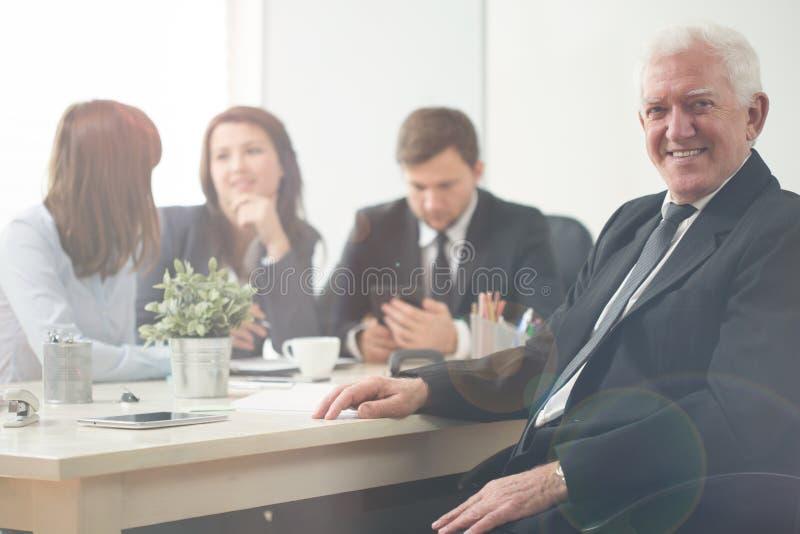 Empresário idoso fotografia de stock royalty free