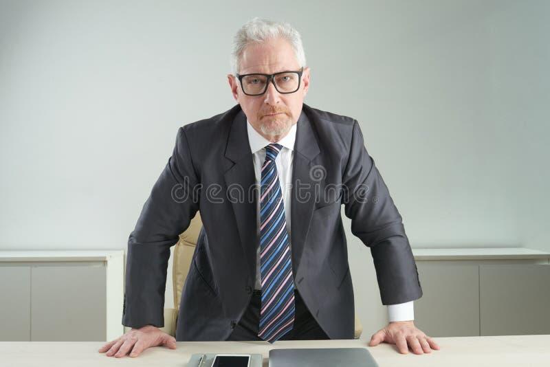 Empresário irritado fotografia de stock