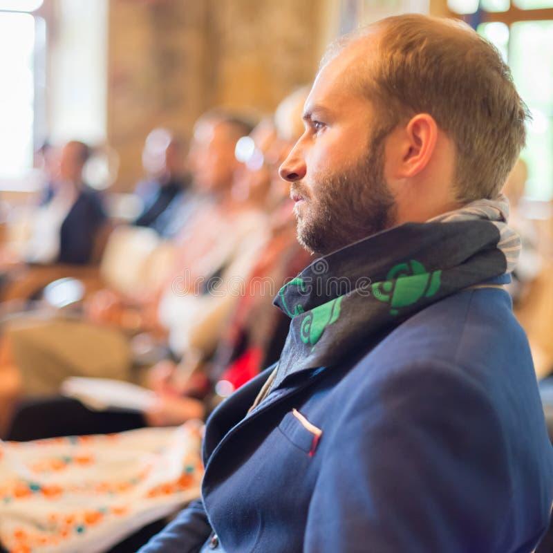 Empresário na audiência na conferência de negócio foto de stock