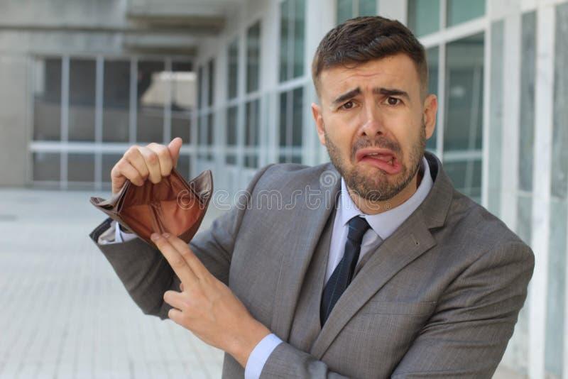 Empresário triste com dinheiro zero imagens de stock royalty free
