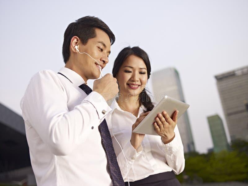 Empresários asiáticos fotografia de stock royalty free