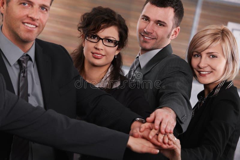 Empresários bem sucedidos que juntam-se às mãos fotografia de stock royalty free