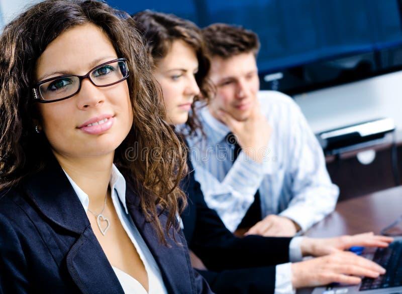 Empresários na reunião foto de stock