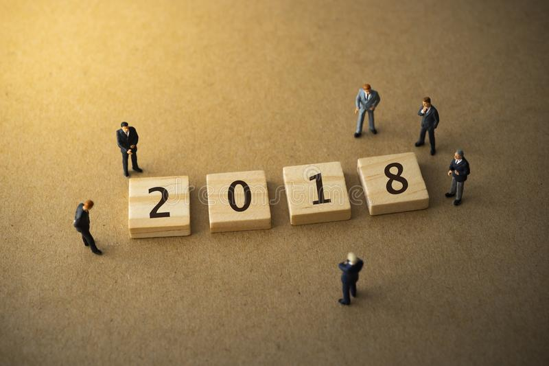 Empresários por volta de 2018 imagens de stock
