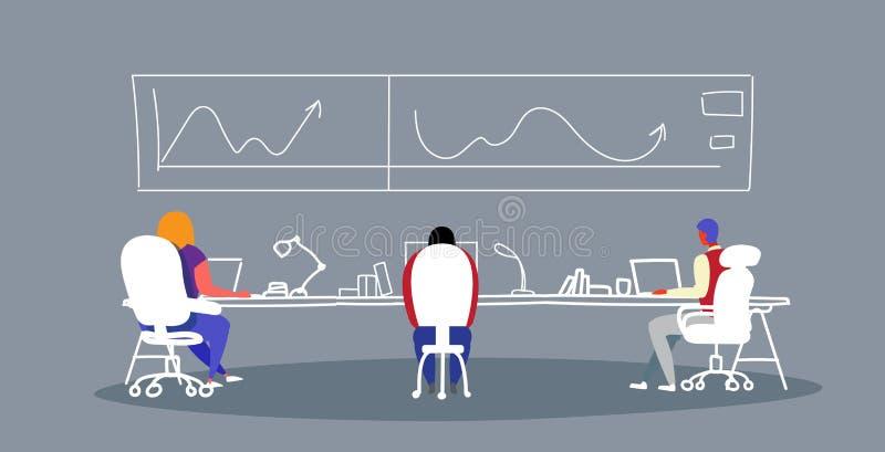 Empresários que analisam gráficos e dados financeiros da estatística durante a conferência de formação que encontra trabalh ilustração do vetor