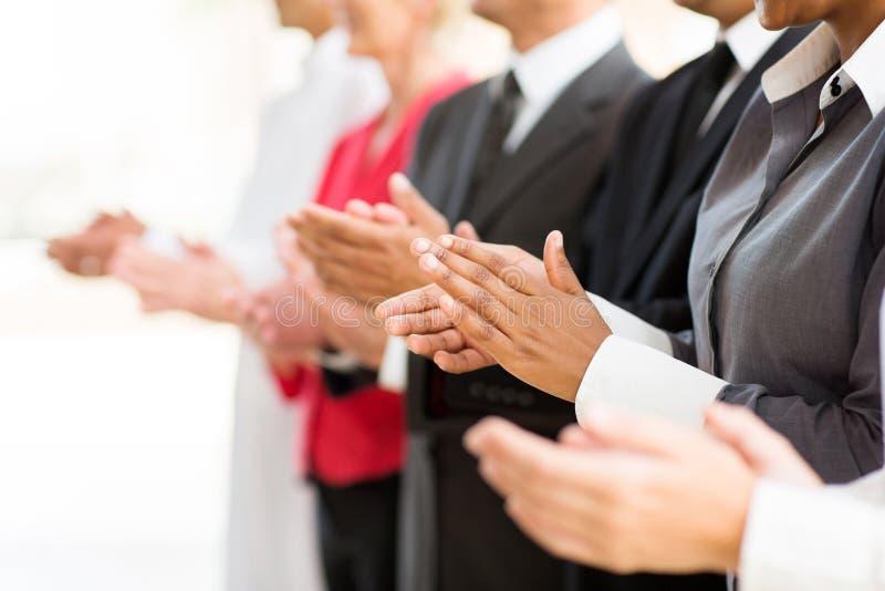 Empresários que aplaudem as mãos fotos de stock