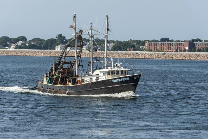 Empresa de buque pesquero que acerca a New Bedford imagenes de archivo