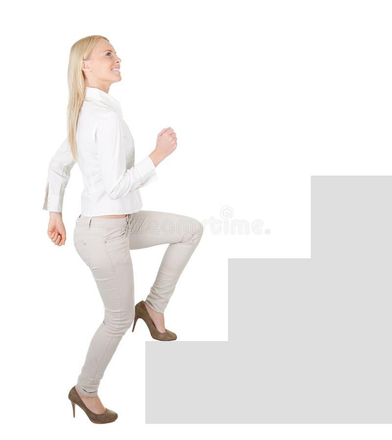 Empresaria acertada que recorre encima de una escalera fotos de archivo