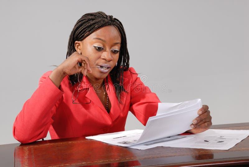 Empresaria africana joven foto de archivo libre de regalías