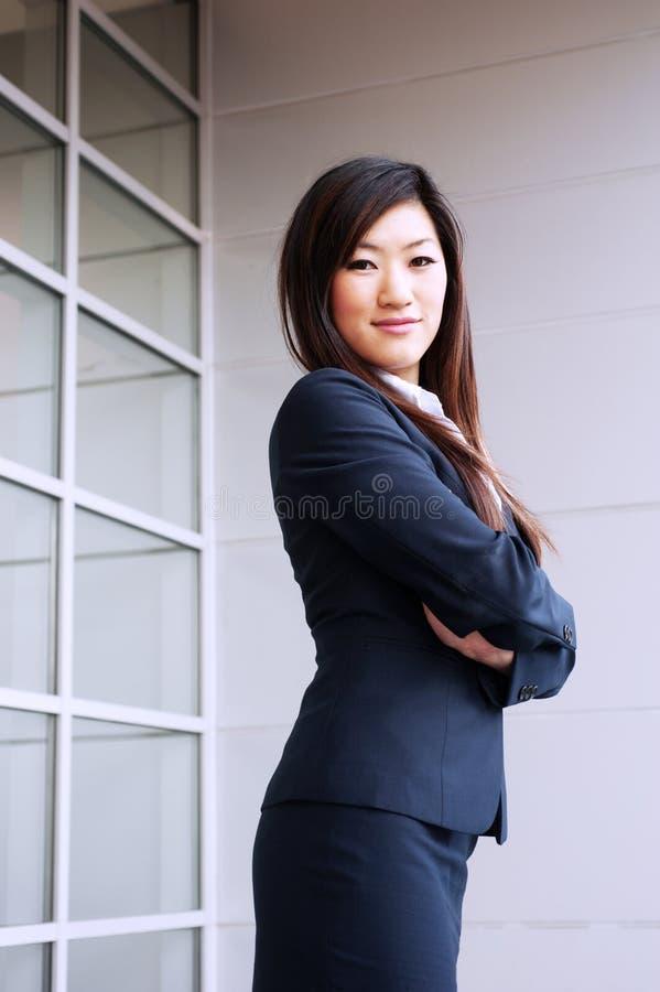 Empresaria asiática joven imagen de archivo