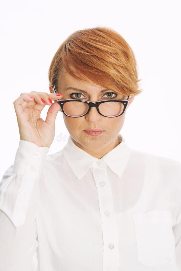 Empresaria atractiva con los vidrios imagen de archivo