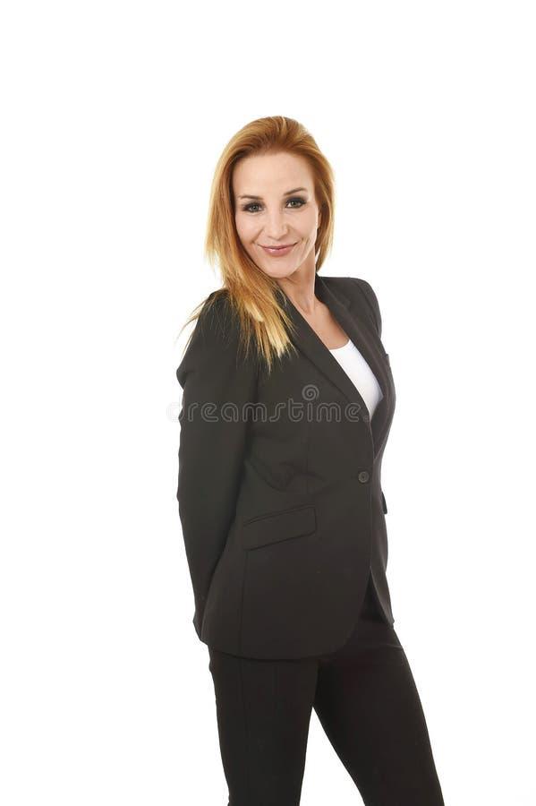 Empresaria atractiva del pelo rubio del retrato del negocio corporativo que sonríe concepto feliz y confiado del éxito imagen de archivo
