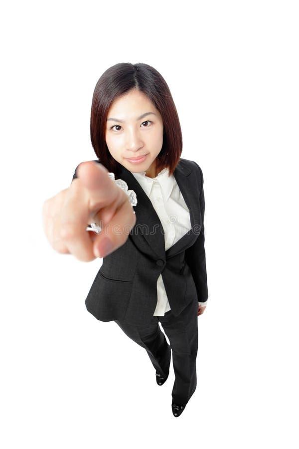 Empresaria atractiva que señala su dedo fotos de archivo libres de regalías