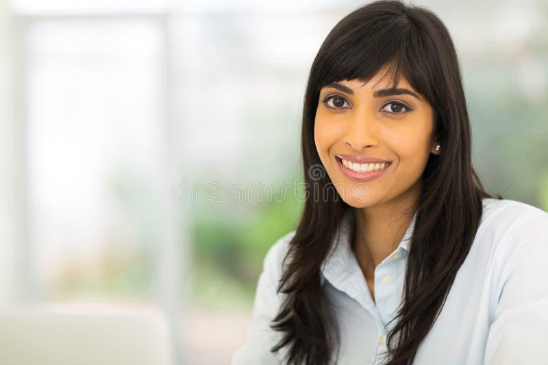 Download Empresaria bastante india imagen de archivo. Imagen de feliz - 42426859