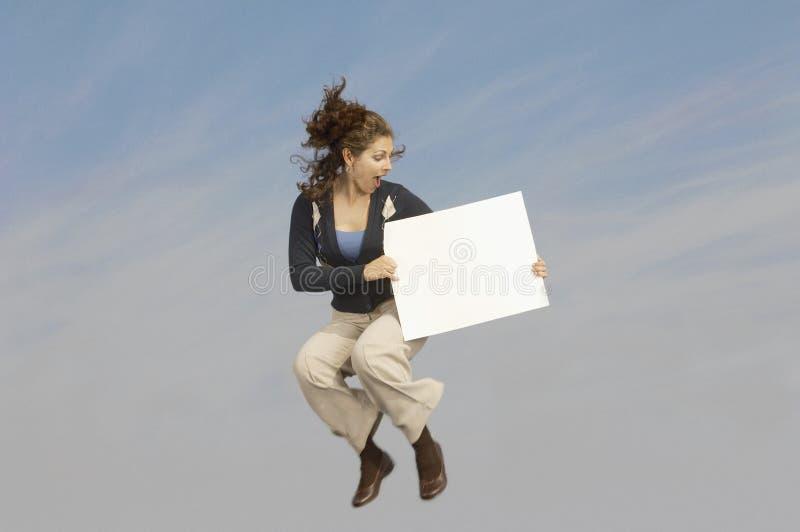 Empresaria con el cartel imagen de archivo libre de regalías
