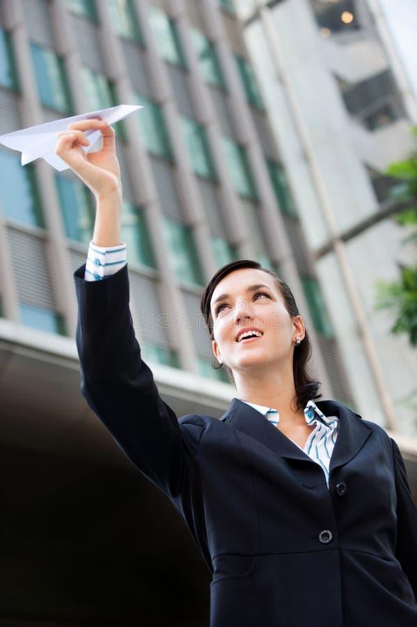 Empresaria con el plano de papel fotografía de archivo libre de regalías