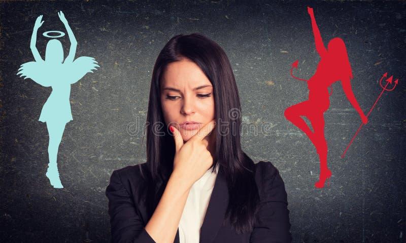 Empresaria con la cara pensativa foto de archivo libre de regalías