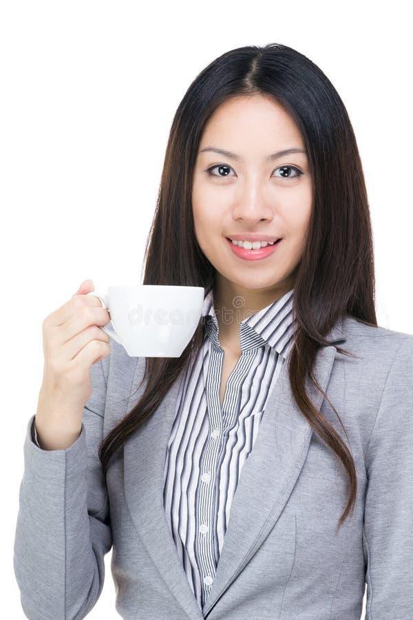 Empresaria con la taza de café fotos de archivo libres de regalías