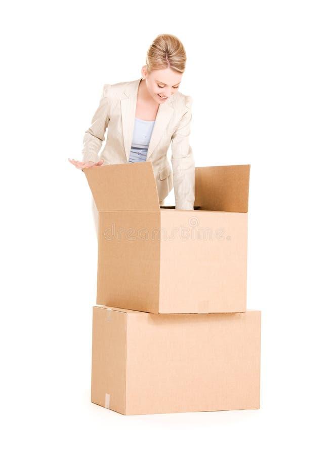 Empresaria con las cajas imagen de archivo
