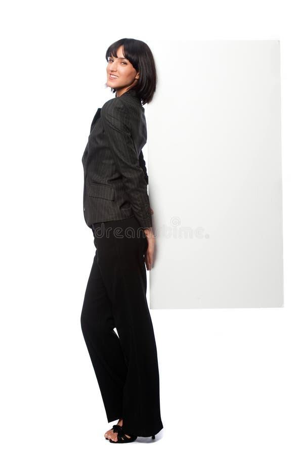 Empresaria con una tarjeta en blanco fotografía de archivo libre de regalías