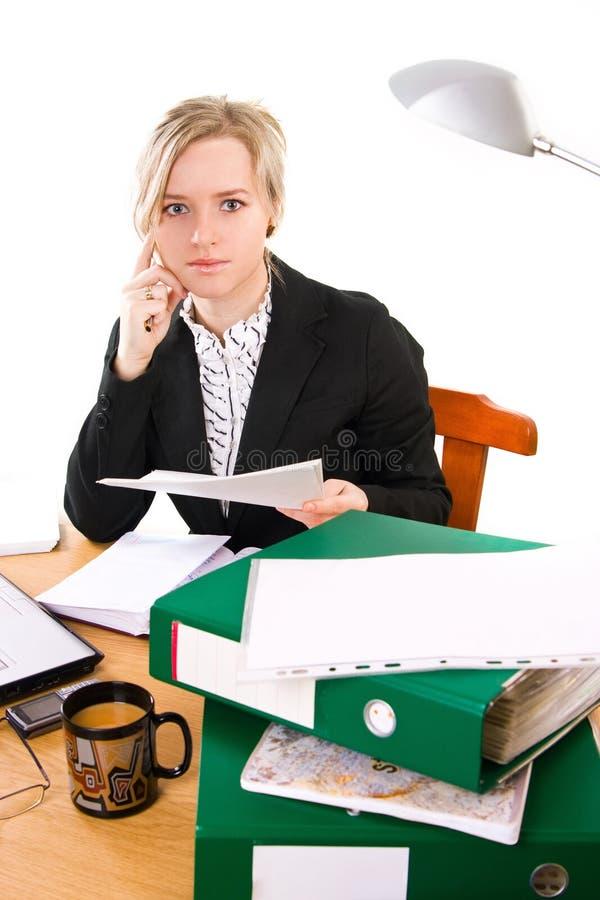 Empresaria en oficina imagenes de archivo