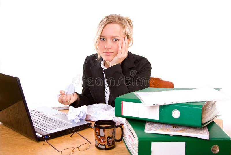 Empresaria en oficina foto de archivo