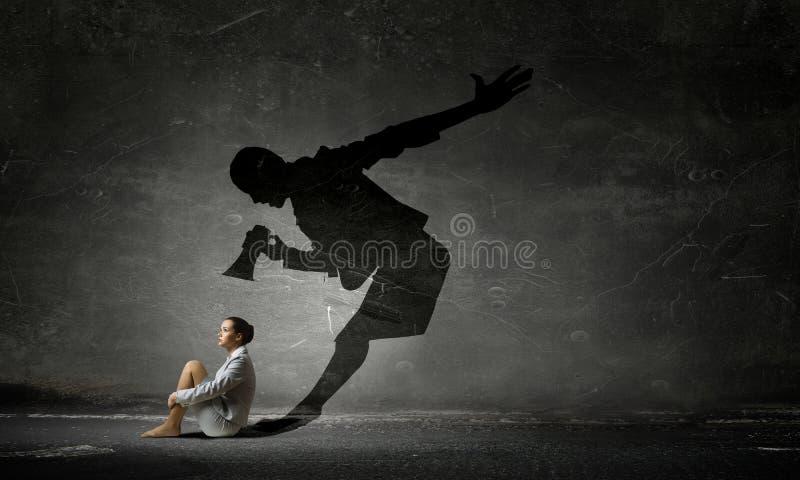 Empresaria en sitio vacío Técnicas mixtas imagenes de archivo