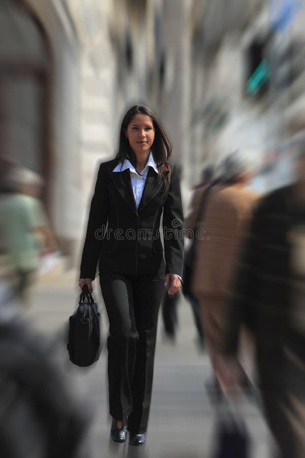 Empresaria en una prisa fotos de archivo libres de regalías