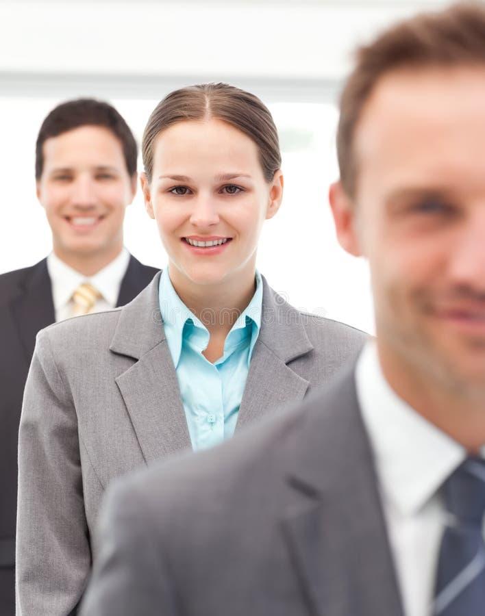 Empresaria feliz que se coloca en una fila fotografía de archivo libre de regalías