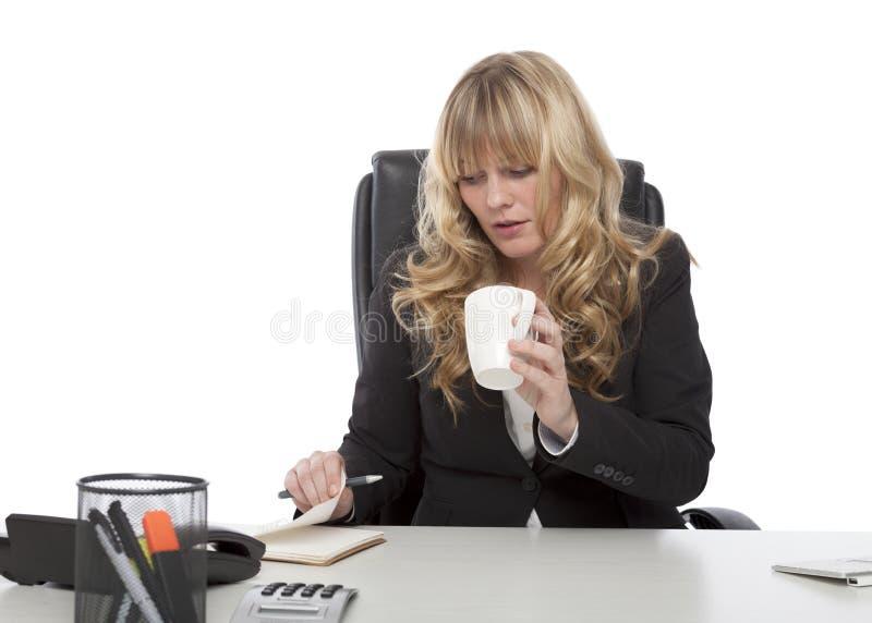 Empresaria joven trabajadora imagen de archivo