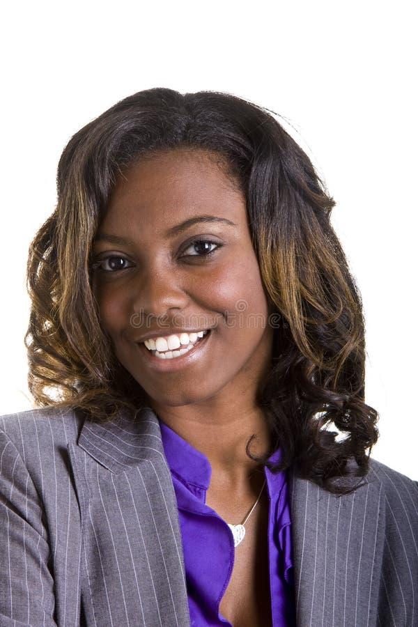 Empresaria Negra En Gran Sonrisa Del Juego Gris Imagen de archivo