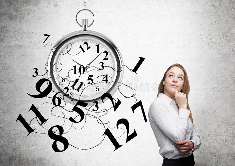 Empresaria pensativa de la gestión de tiempo imagenes de archivo