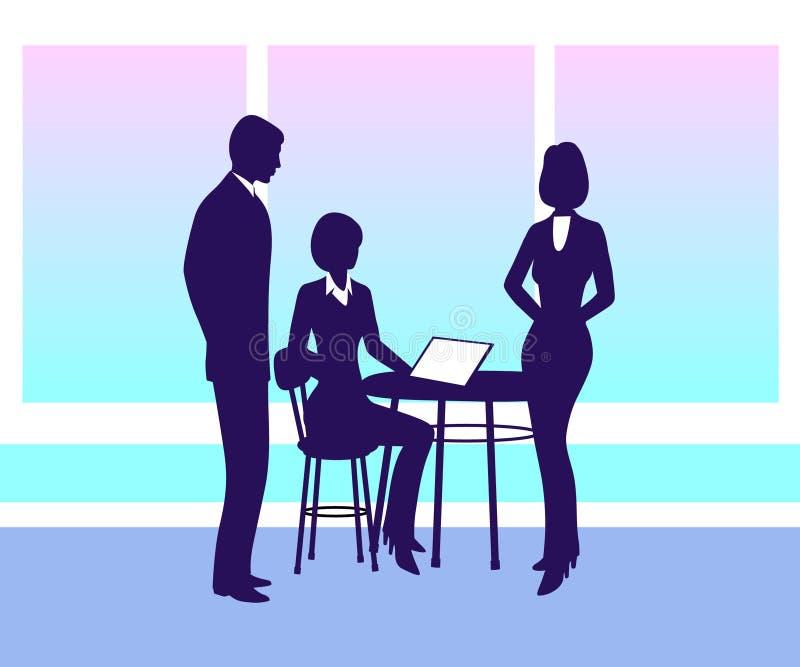 Empresaria que se sienta en una tabla con el ordenador, hablando con los empleados libre illustration
