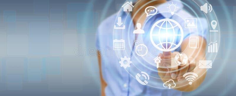 Empresaria que usa el interfaz táctil digital de la pantalla con el web ic stock de ilustración