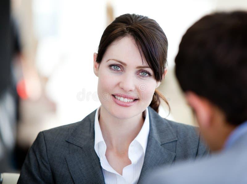 Empresaria Self-assured en una reunión foto de archivo libre de regalías