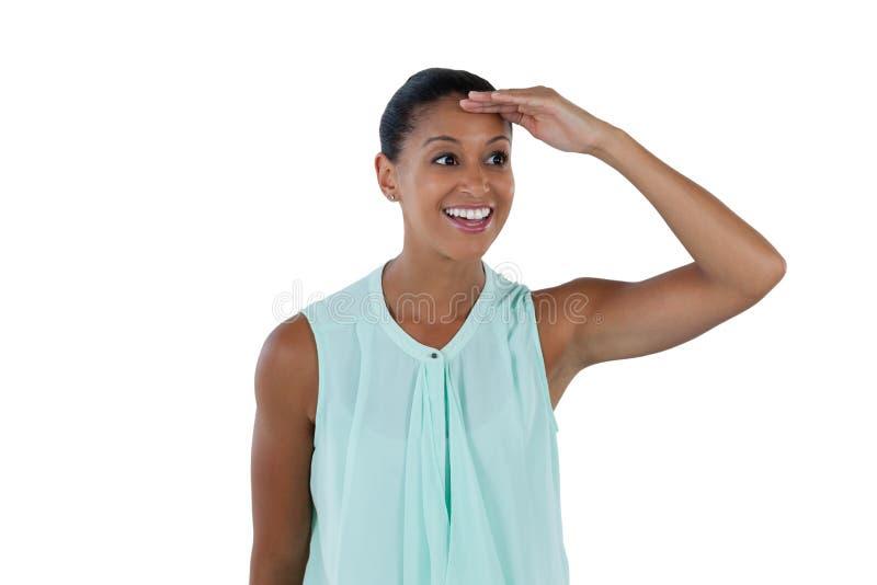 Empresaria sonriente que mira una distancia imagen de archivo libre de regalías
